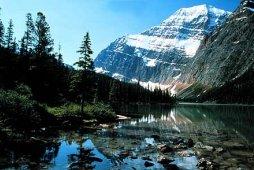 Herrliche Berglandschaft nahe Jasper Alberta, Kanada, im Jasper National Park - Photo Credit: Jasper Tourism